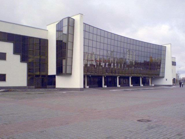 Дворца было начато в 1998